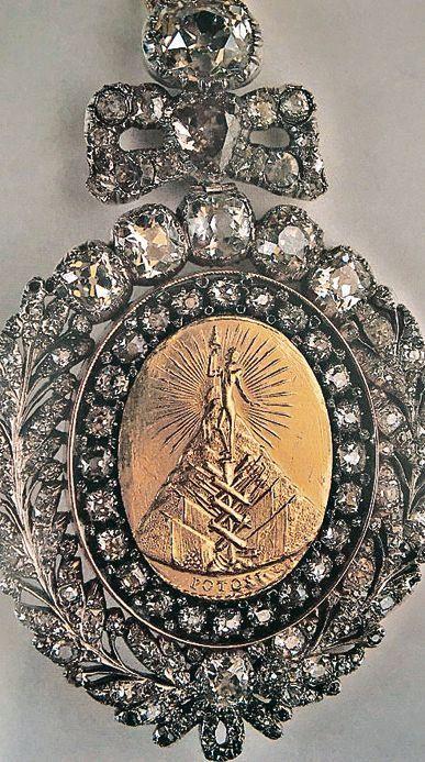 dLa valiosa medalla robada.