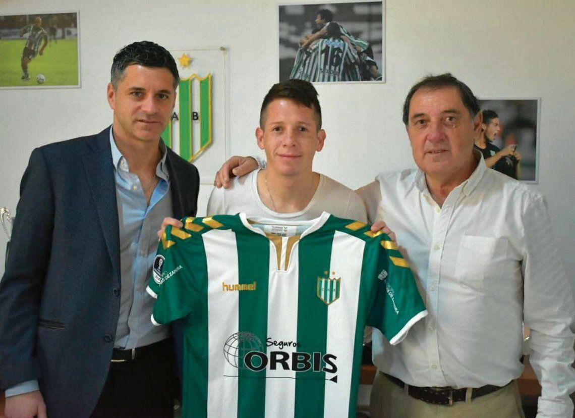 Banfield presentó al Mosquito Nicolás Silva
