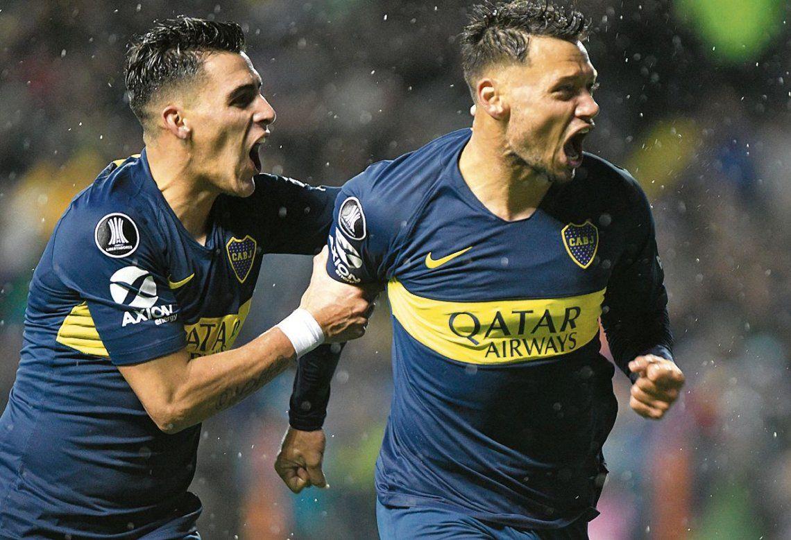 Zárate grita con todo su primer gol oficial con Boca y Pavón se le acerca al festejo. Mauro ilusiona a la gente xeneize.