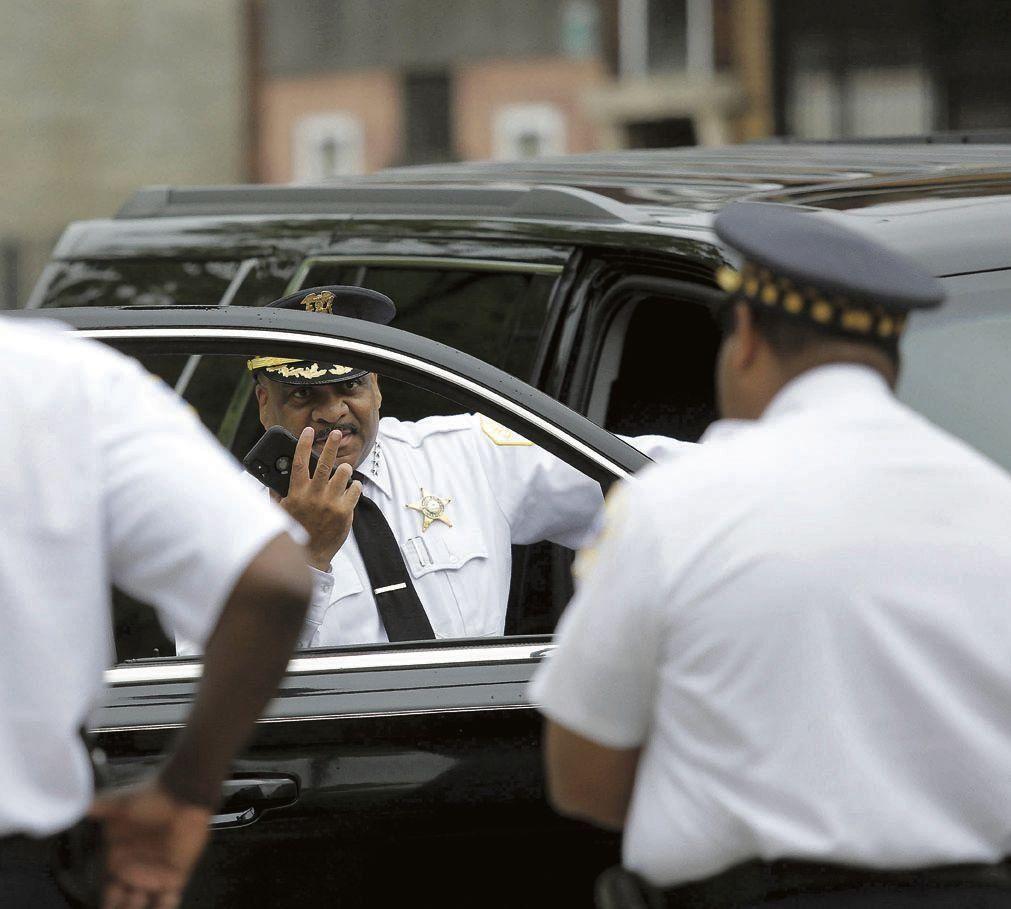dLa policía responsabilizó a grupos de pandilleros por la violencia.