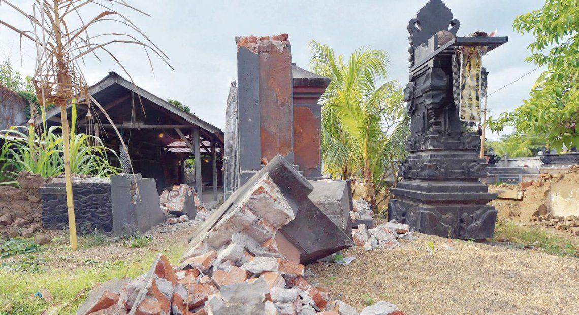 dUn templo hindú en Pemenang reducido a escombros
