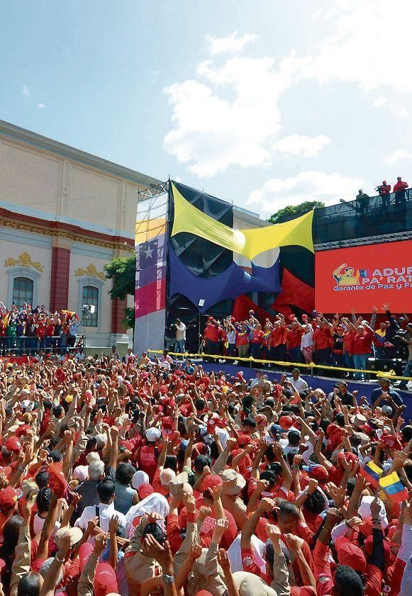 dUna multitud apoyó a Maduro.