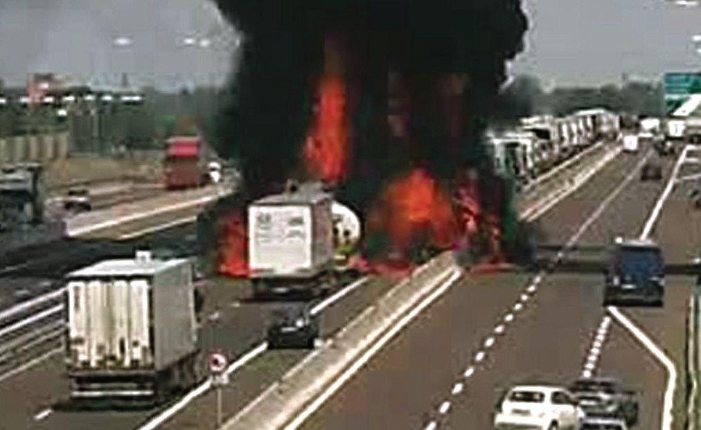dMomento en el que el camión cisterna explota provocando la tragedia.