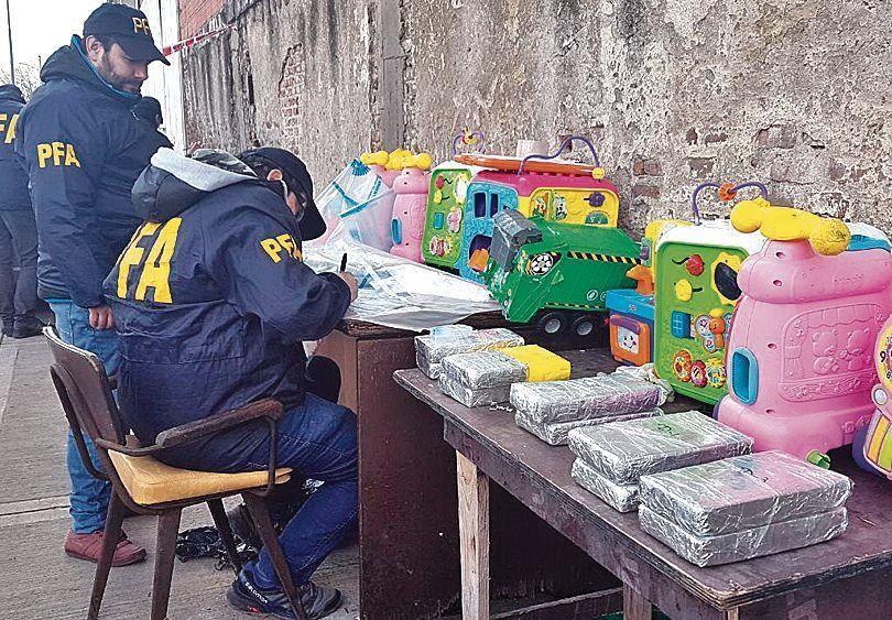 dEn los juguetes ocultaban 20 kilos de cocaína.