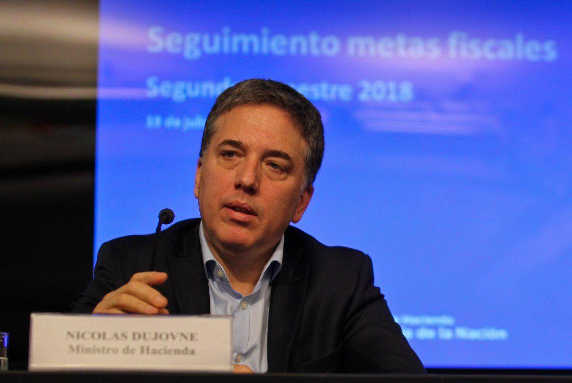 Dujovne admitió que la economía va a caer 1% este año y pidió 3 mil millones de dólares