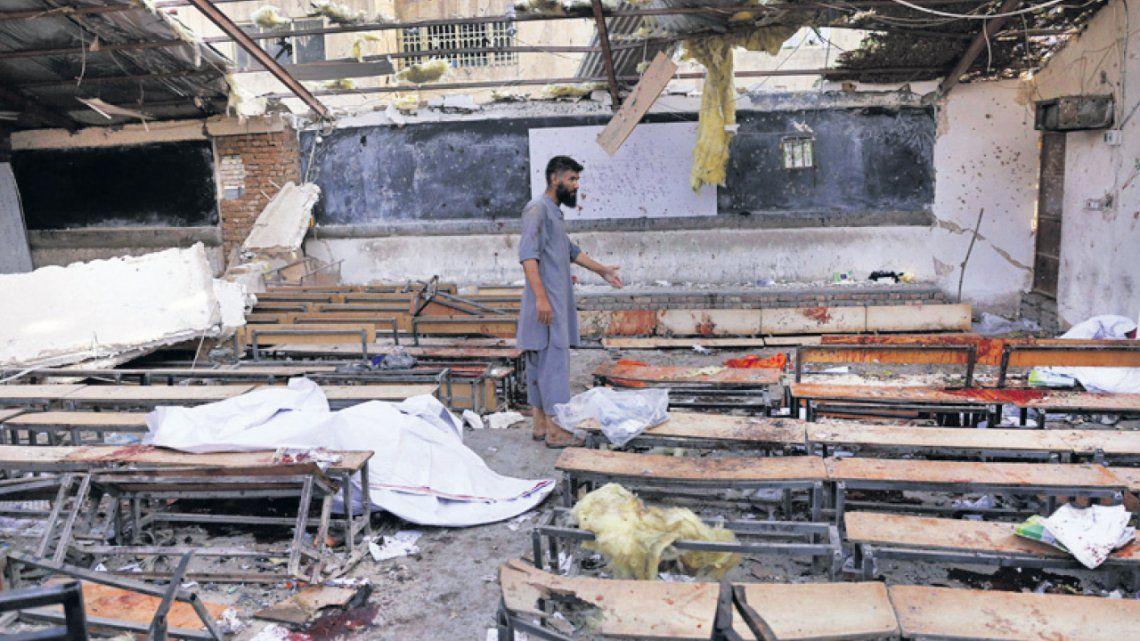 Al menos 37 muertos en ataque suicida contra colegio