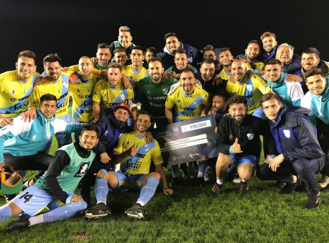 Temperley aplastó a Deportivo Maipú y se metió en octavos de final