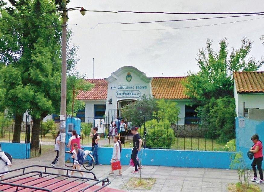 dLa escuela de Villa Luzuriaga donde se produjo el caso de electrocución.