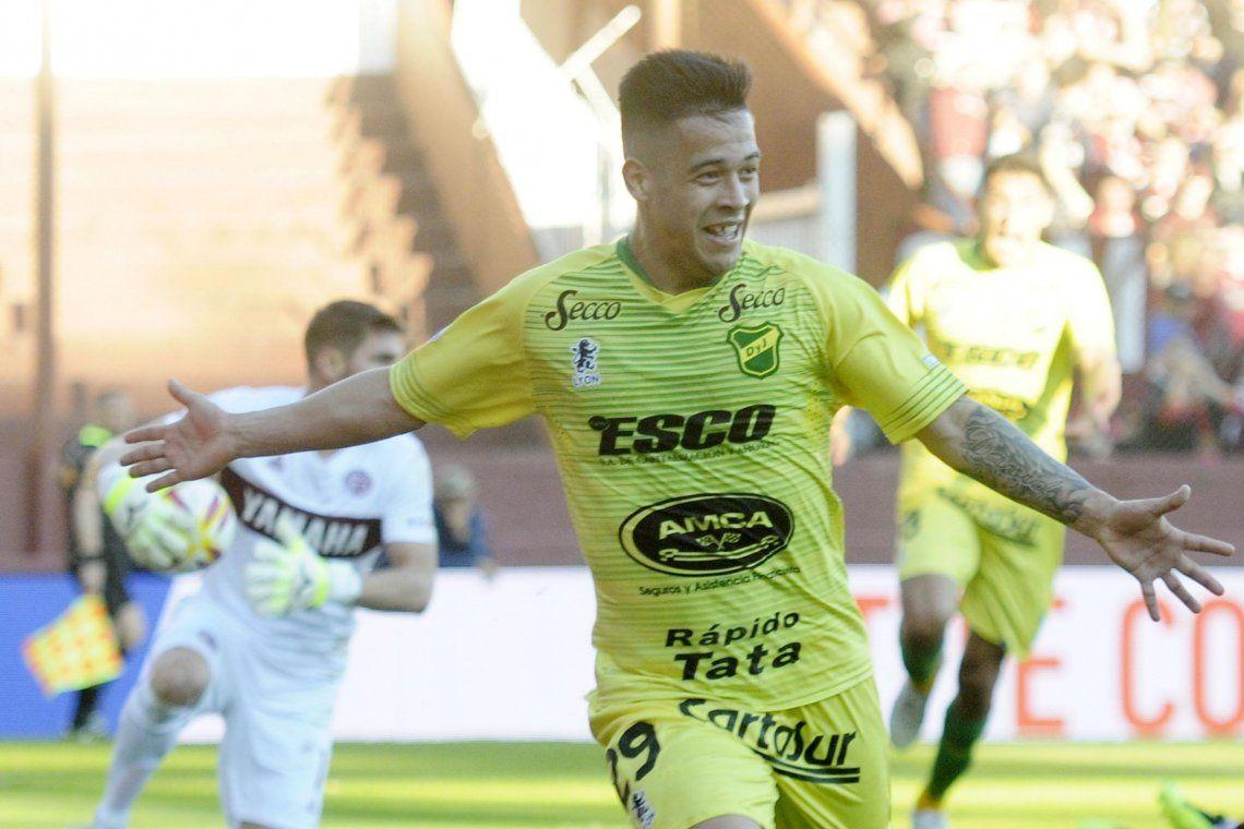 Un gol olímpico y un penal dudoso sellaron el empate entre Defensa y Justicia y Atlético Tucuman