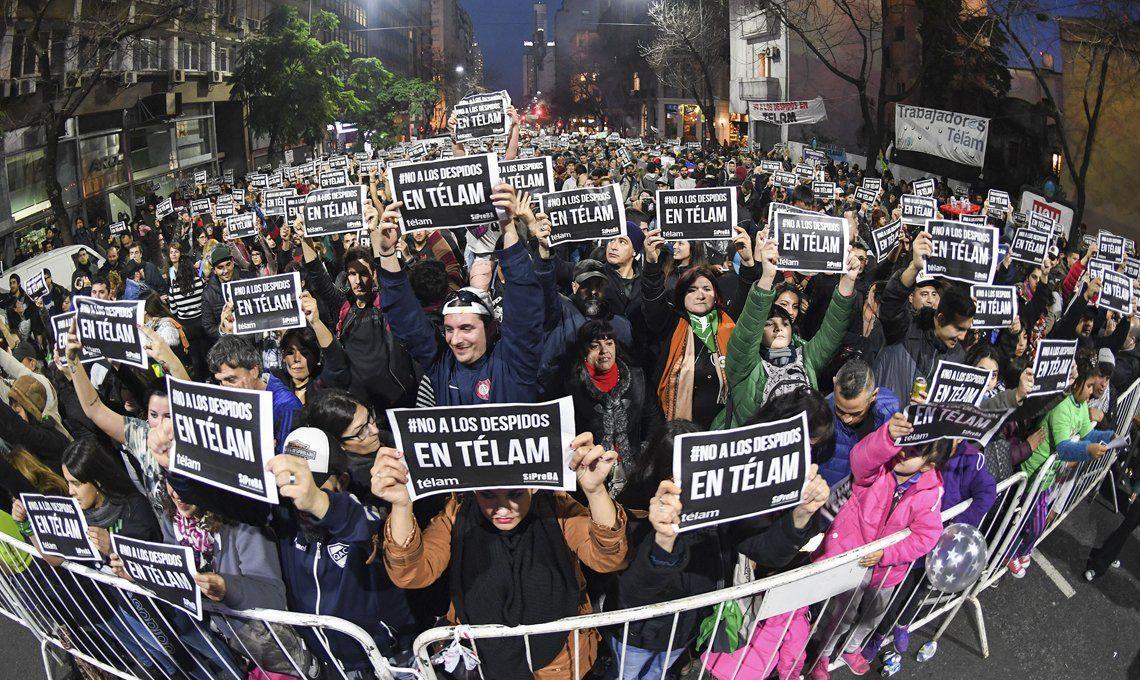 Télam: diputados opositoresle pidieron a Macri a un diálogo institucional y retrotraer la situación por los despidos