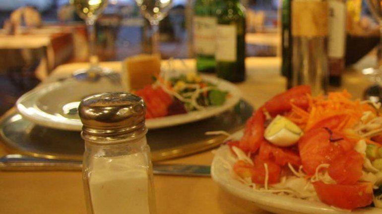Eliminarán el salero de las mesas de los restaurantes