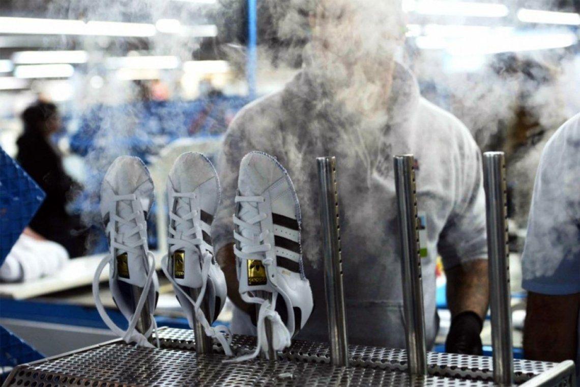 Otra tercerizada de Adidas en crisis: licencian a casi 600 trabajadores