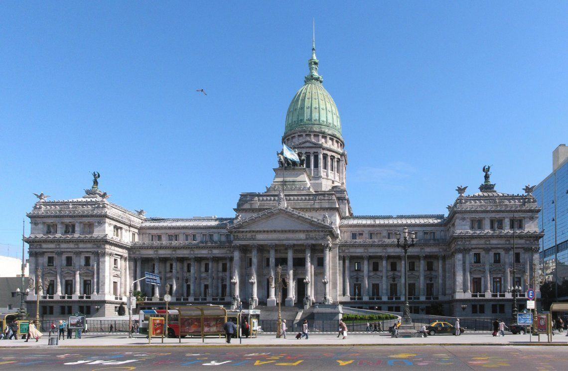 Macri convocó a sesiones extraordinarias del Congreso: van a tratar la ley de Barrabravas