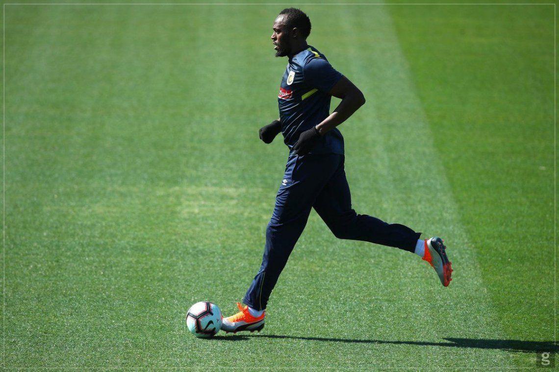 Bolt en su primera práctica con el Central Coast Mariners