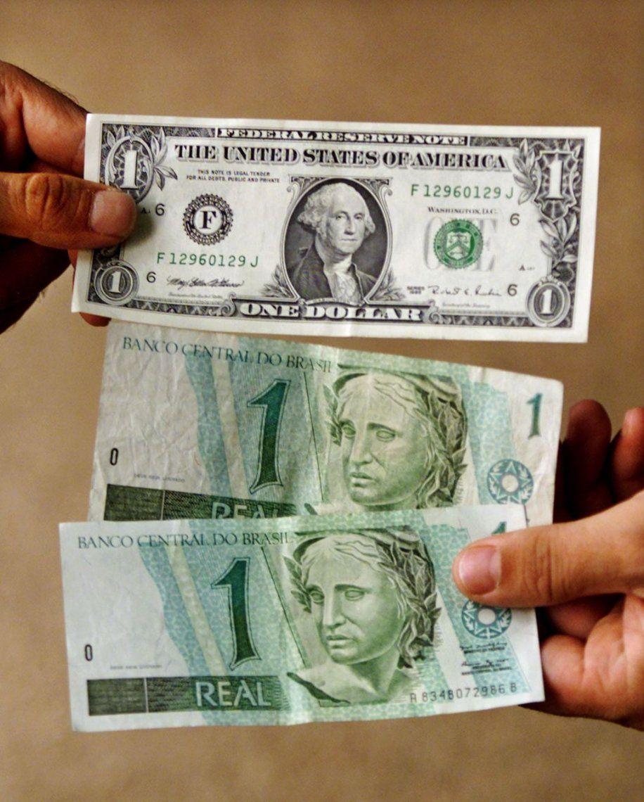 El dólar supera los 4 reales por primera vez desde marzo de 2016
