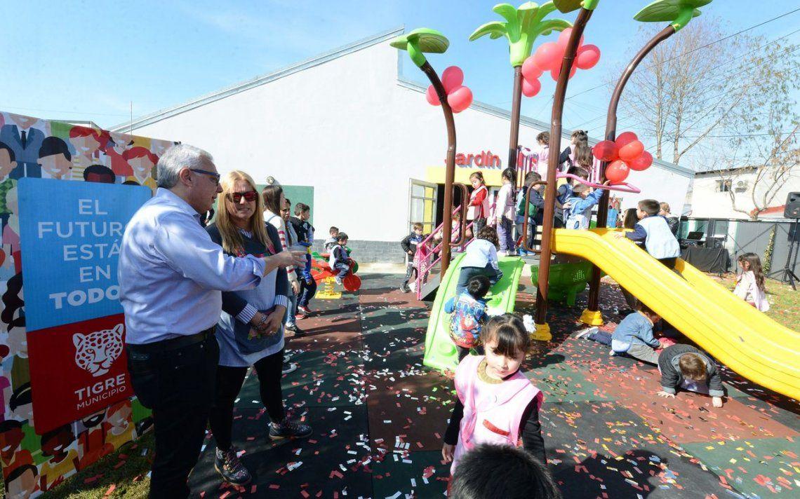 Avanza la renovación de juegos en jardines