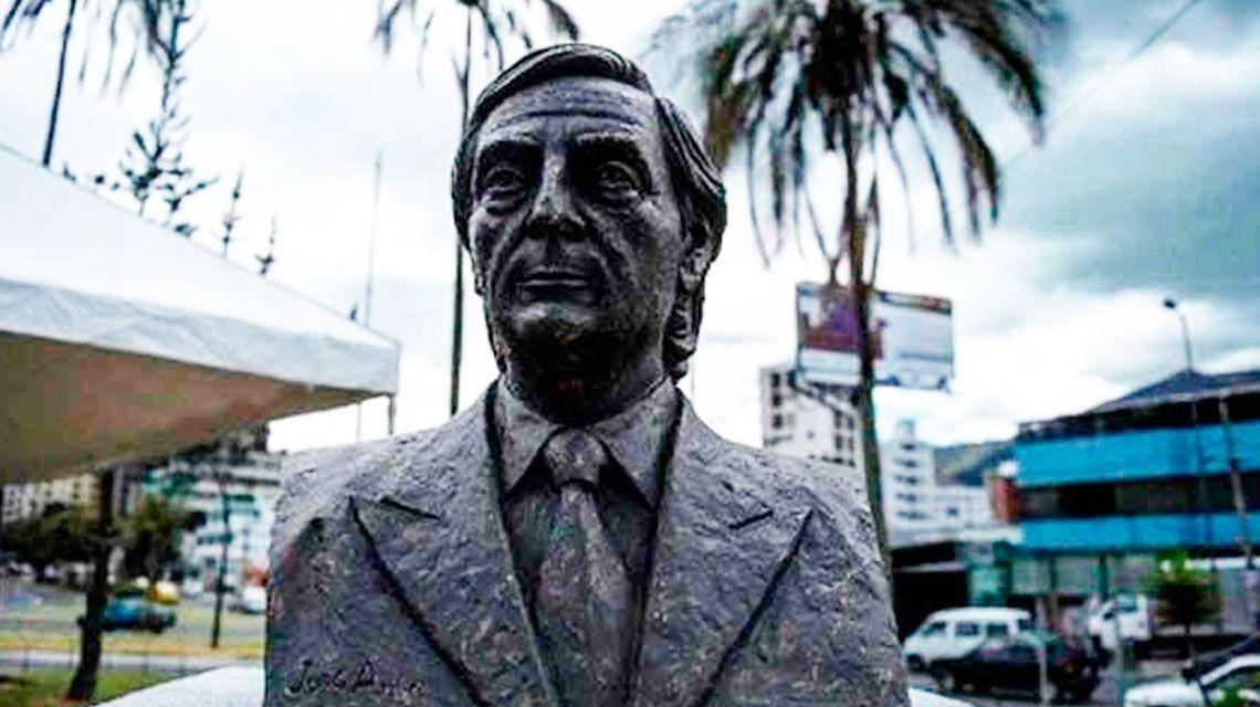 Ecuador quitó el busto de Néstor Kirchner de una plaza