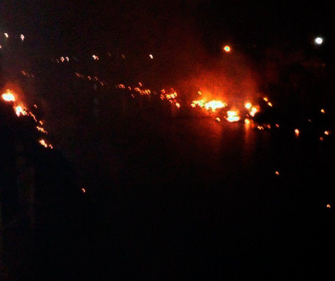 Investigan incendio sobre el cauce del arroyo Las Piedras