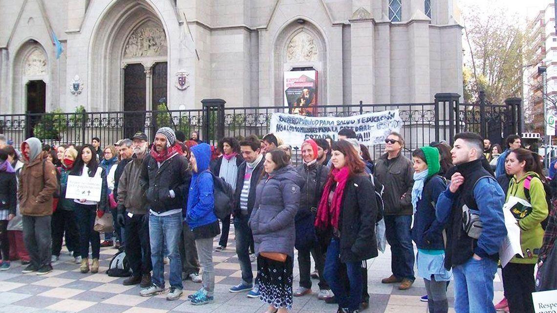 Por la postura anti aborto de la Iglesia, 4000 argentinos iniciaron los trámites para abandonarla