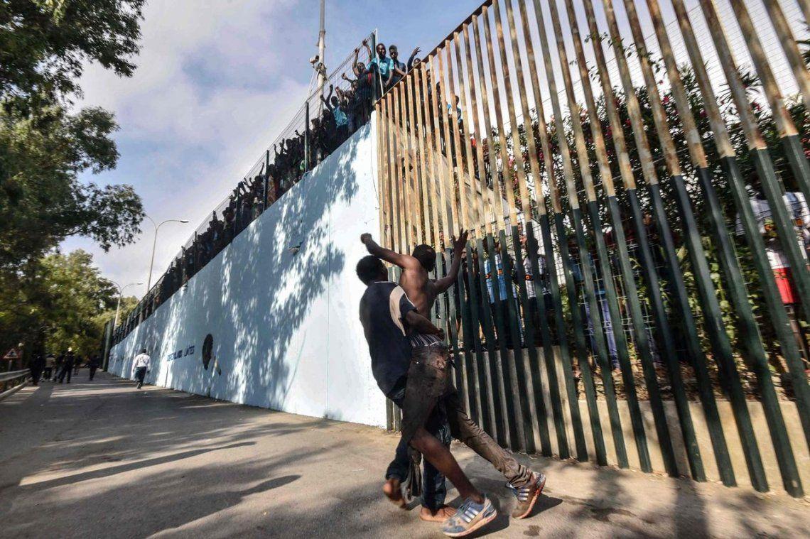 España expulsa a 116 migrantes por ingreso ilegal