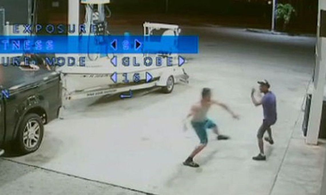 Desgarrador video: un modelo fitness mató a un indigente con un bate por pedirle dinero