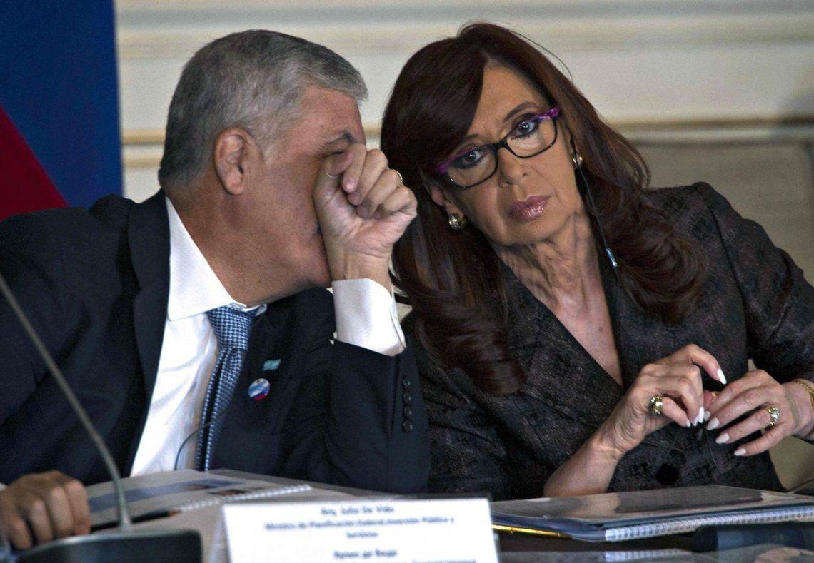 Ordenan cruzar llamados de Cristina, De Vido y Wilson