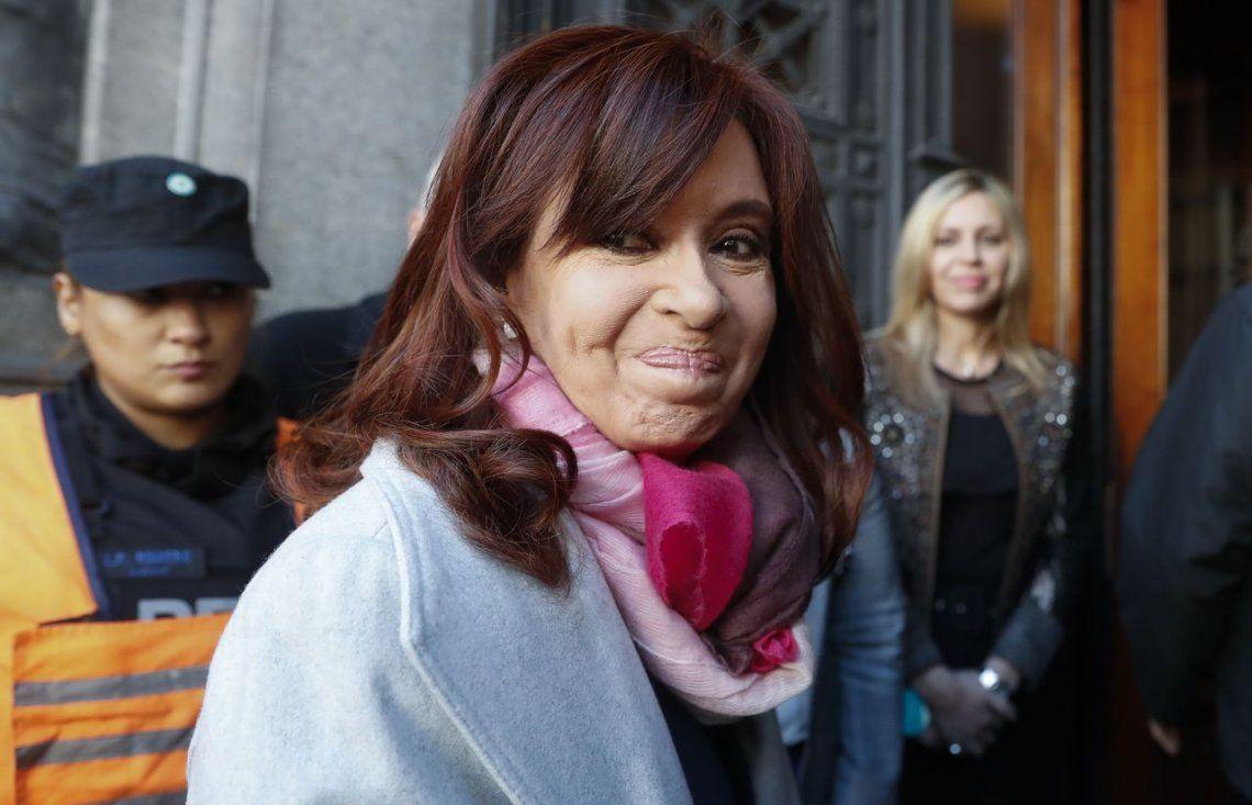 Una Cristina asediada que sigue gravitando en las encuestas