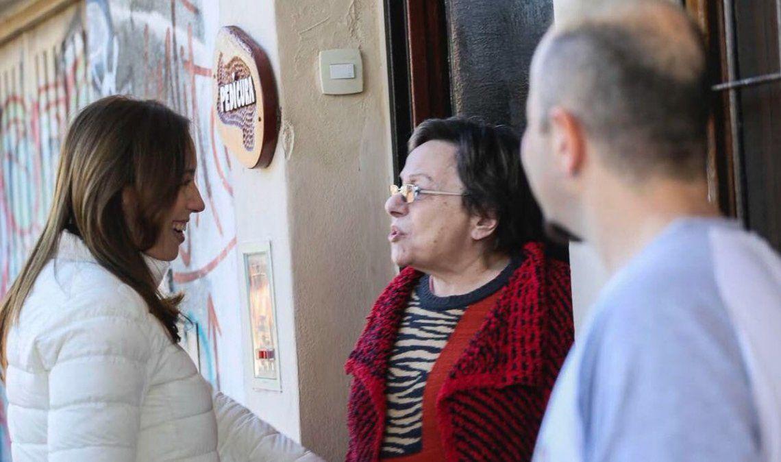 Vidal encabezó un timbreo por las calles bonaerenses