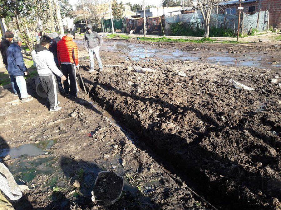 Construyeron un desagüe ante la inacción municipal