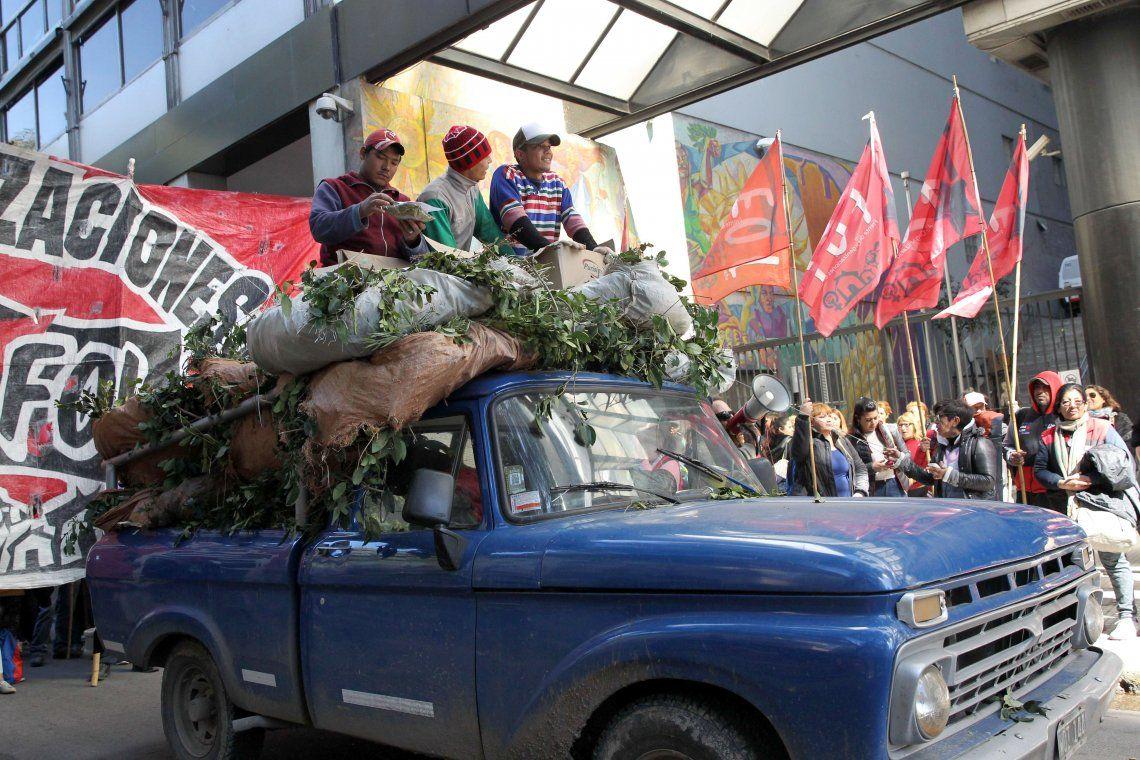 Yerbatazo frente al Ministerio de Trabajo: por qué protestan los tareferos