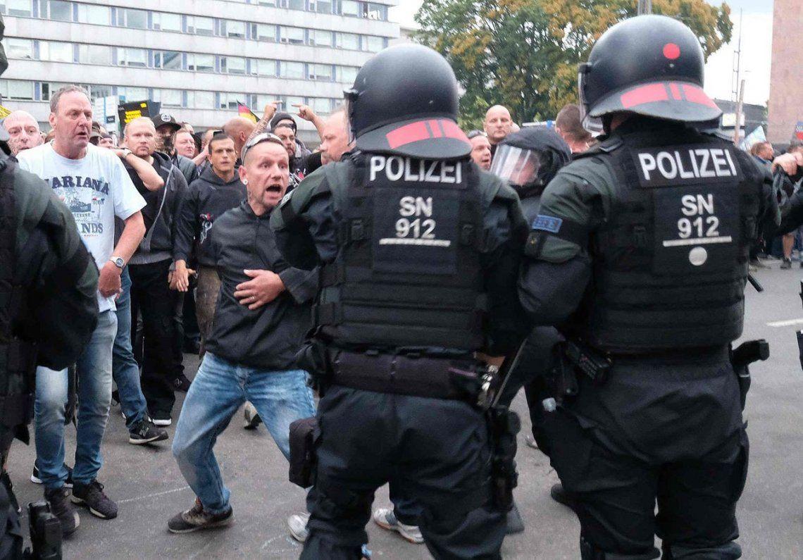 Acusan a policía alemana por ayuda a extrema derecha
