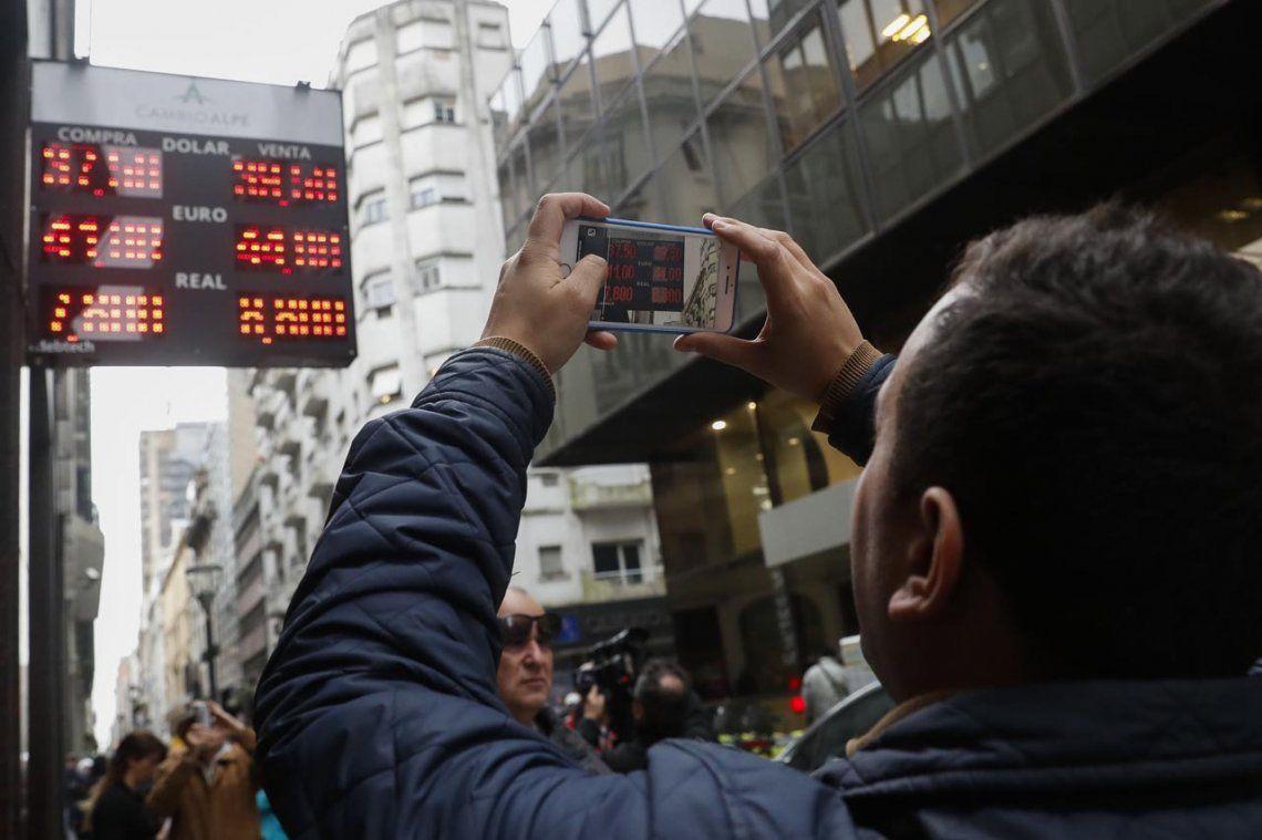 El Central no pudo frenar al dólar: en algunos bancos cerró por encima de los $41