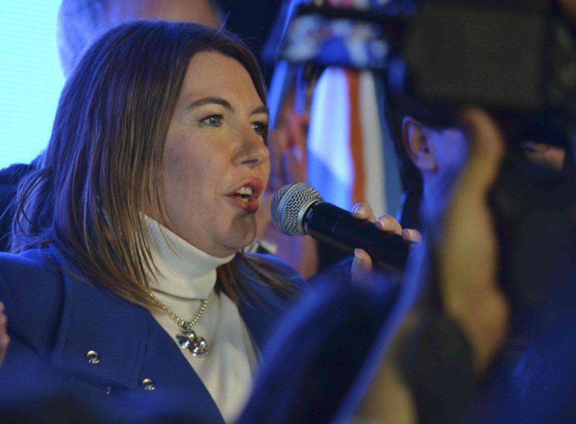 La gobernadora de Tierra del Fuego no descarta sacar el dinero de la provincia al exterior