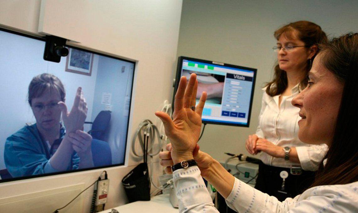 Médicos alertan por riesgo en la moda de teleconsultas