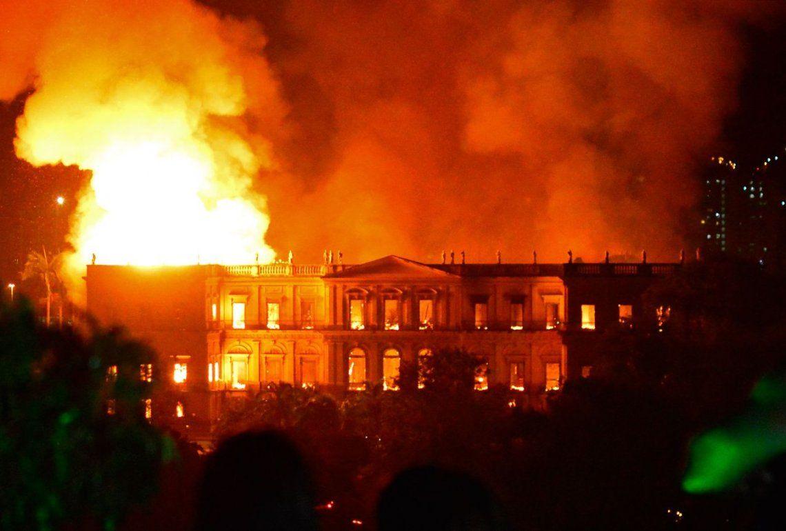 Video | Tremendo incendio devora el Museo Nacional de Brasil