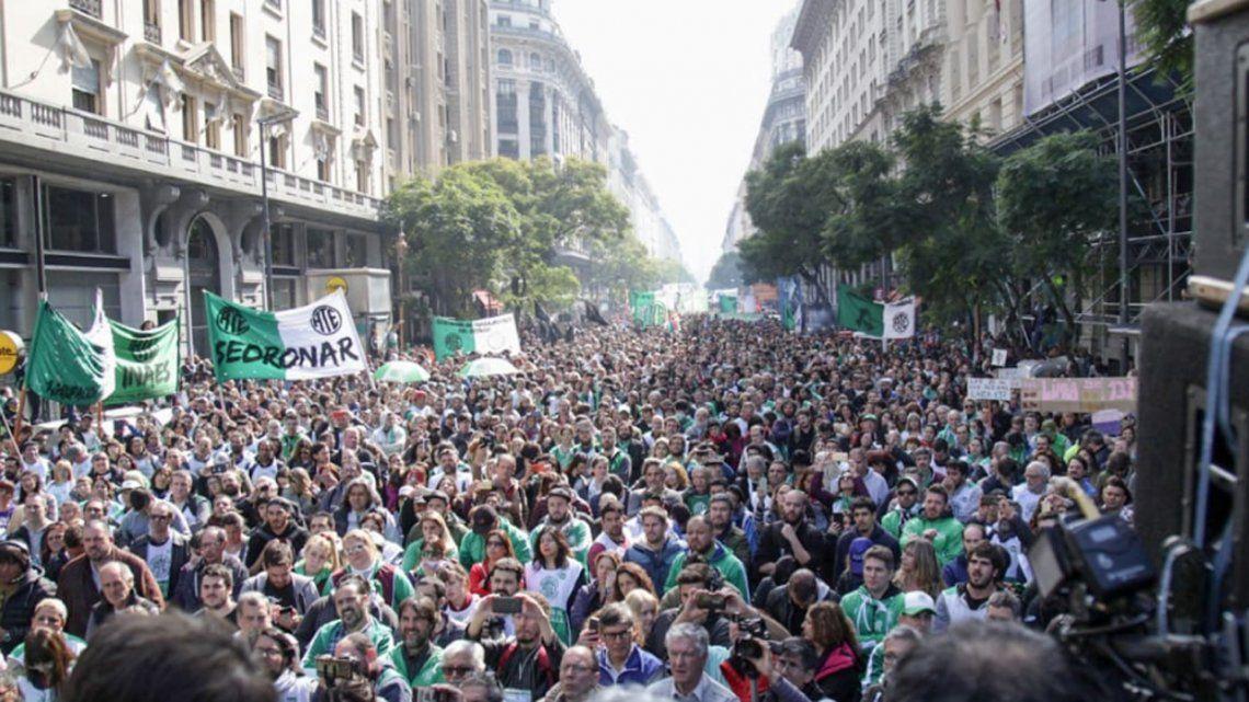 Tras reducción de Ministerios, trabajadores protestaron en el centro porteño