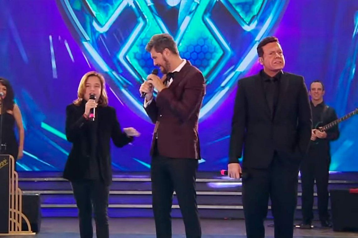 Izan Llunas en Showmatch 2018: así fue el cierre con dos Luis Miguel en vivo