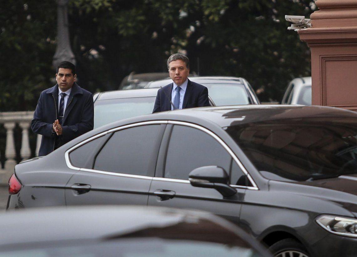 Dujovne viaja a Washington para negociar un nuevo acuerdo económico
