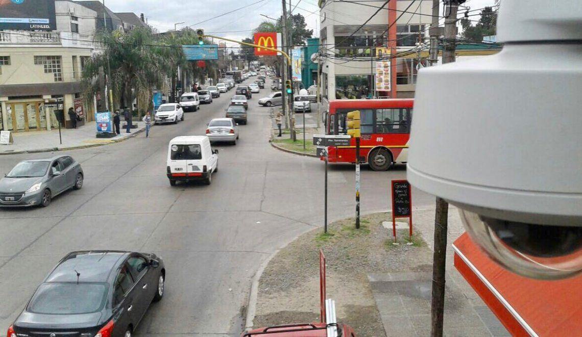 Suman presencia policial en la zona comercial de Castelar