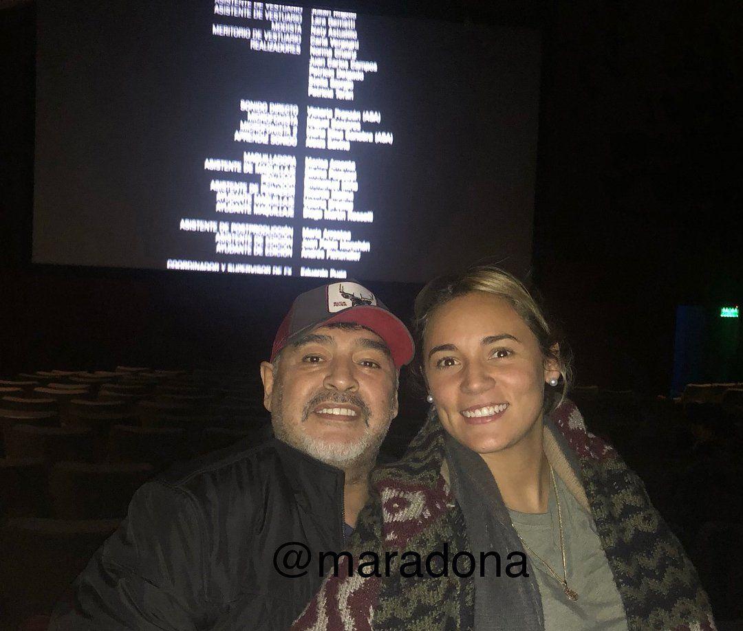 Diego Maradona se fue al cine con Rocío después del anuncio del embarazo de Dalma