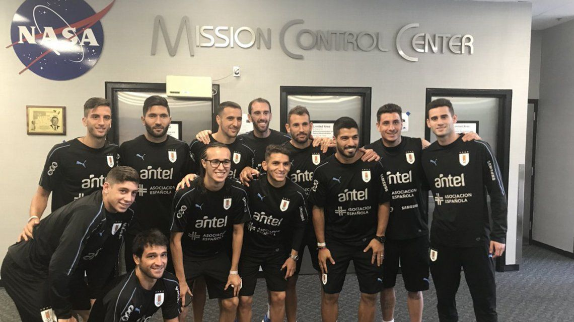 Houston, we have a termo: la Selección Uruguaya visitó la NASA
