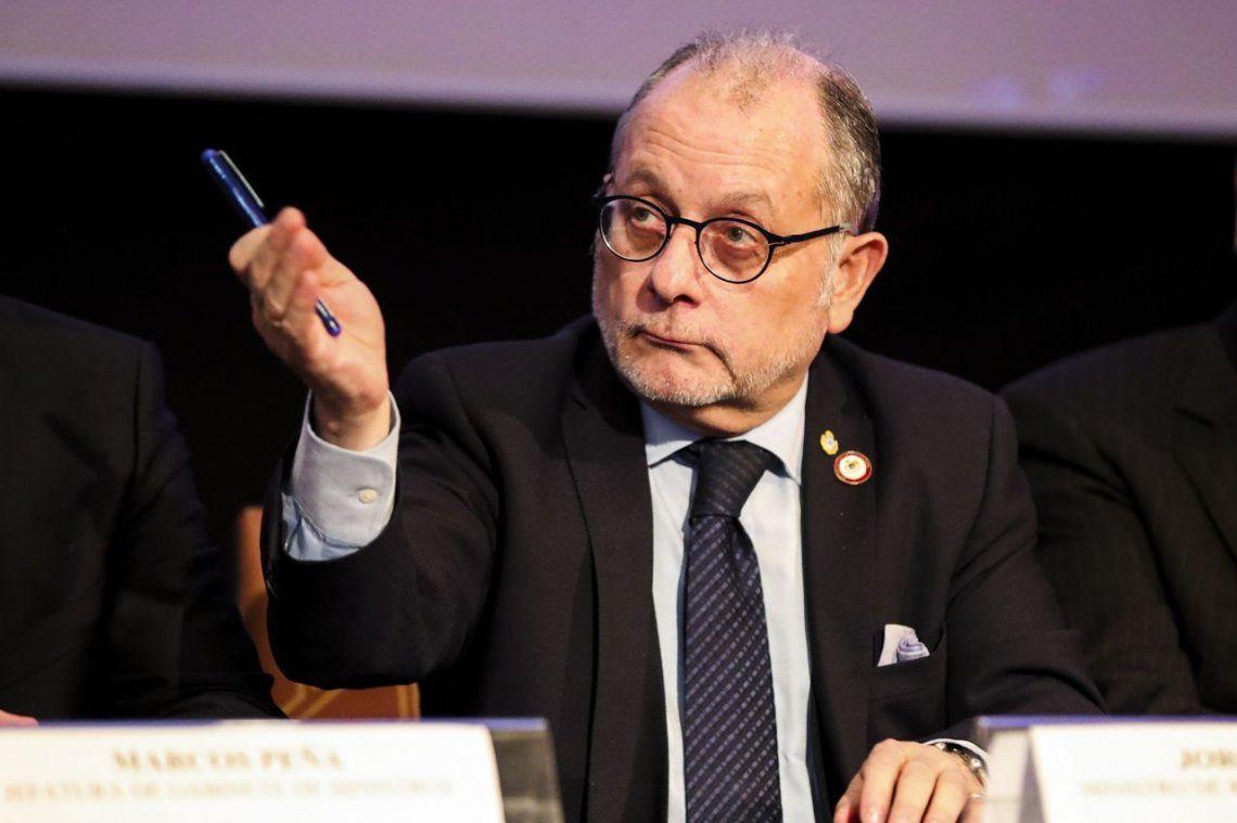 Faurie le bajó el tono a la polémica por la ropa del embajador argentino en México al recibir a la Fragata Libertad