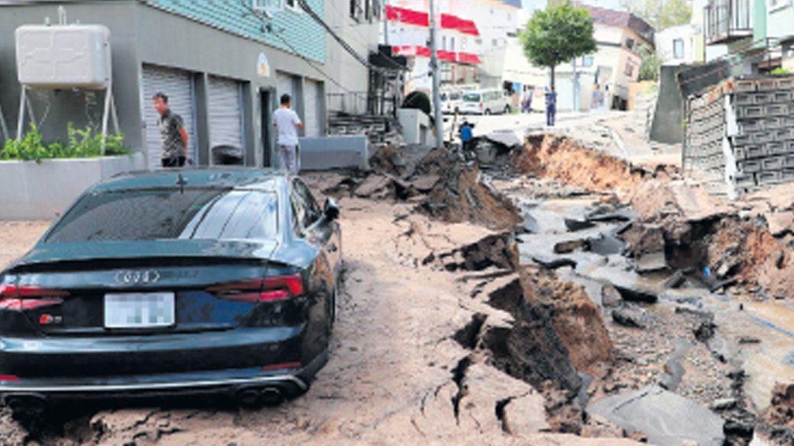 Buscan contrarreloj a los sobrevivientes del terremoto en Japón