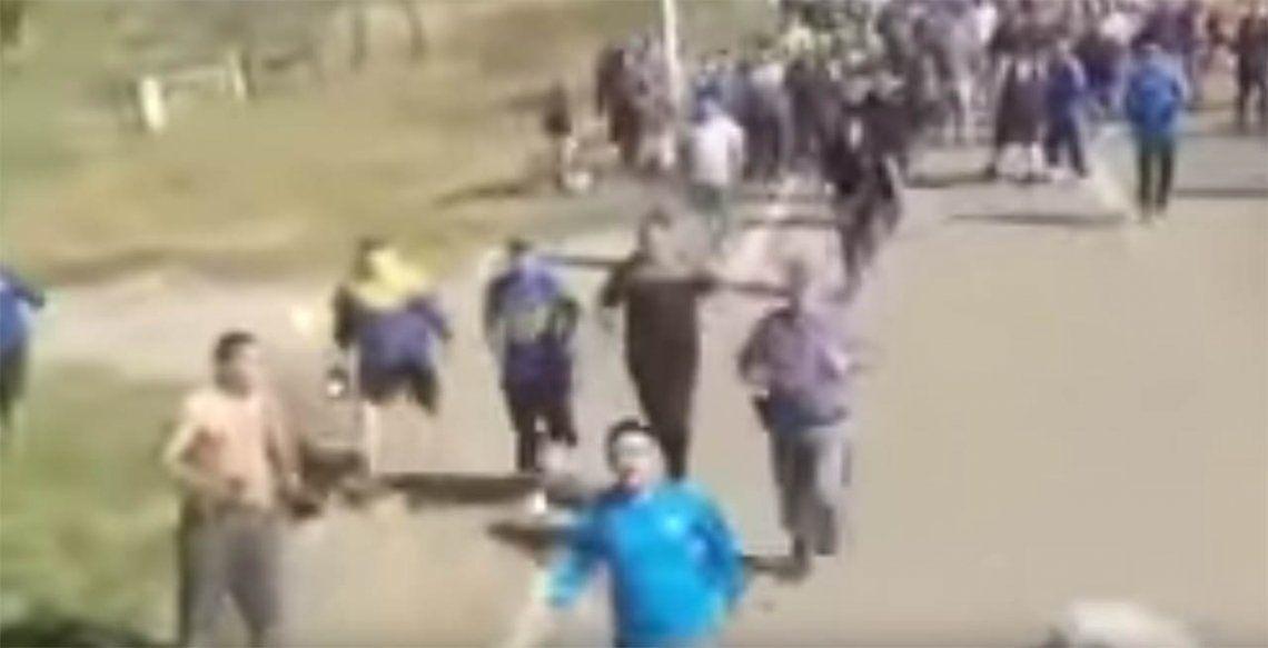 Video | Así fue el ataque de los barras de Boca contra unos hinchas de San Martín Tucumán
