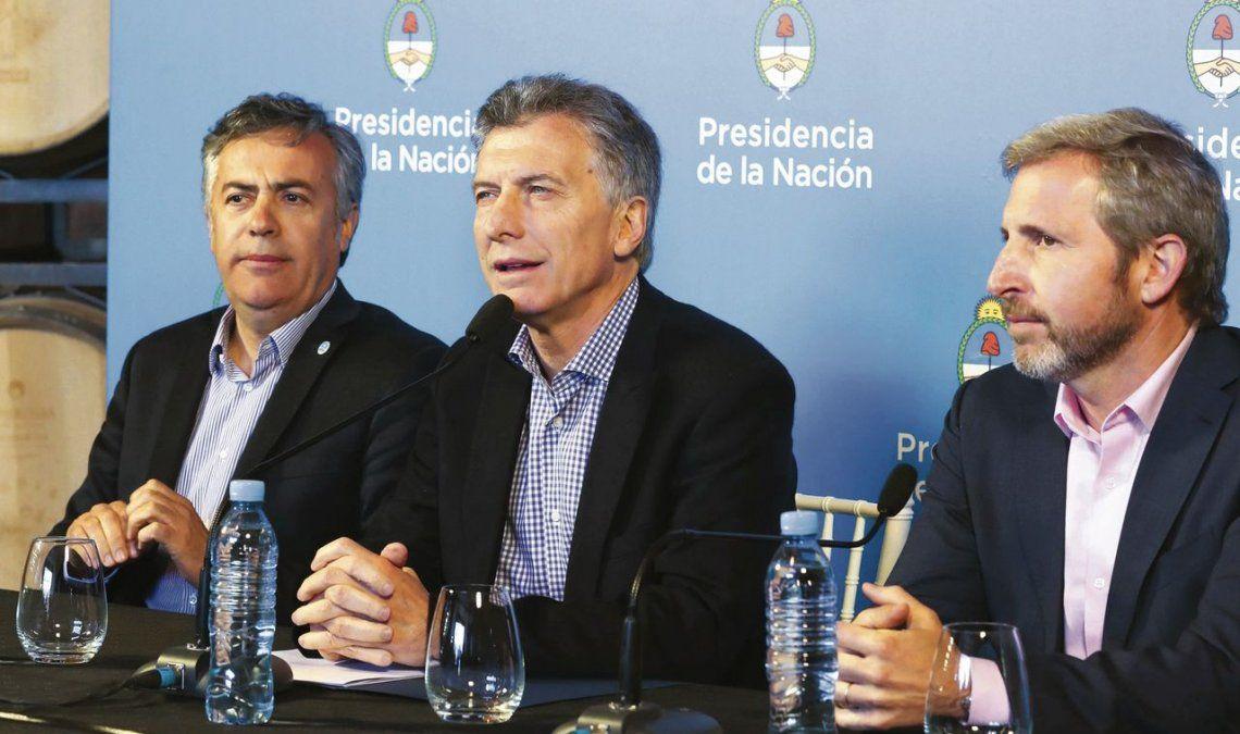 dMacri estuvo acompañado por el gobernador Cornejo y el ministro Frigerio.