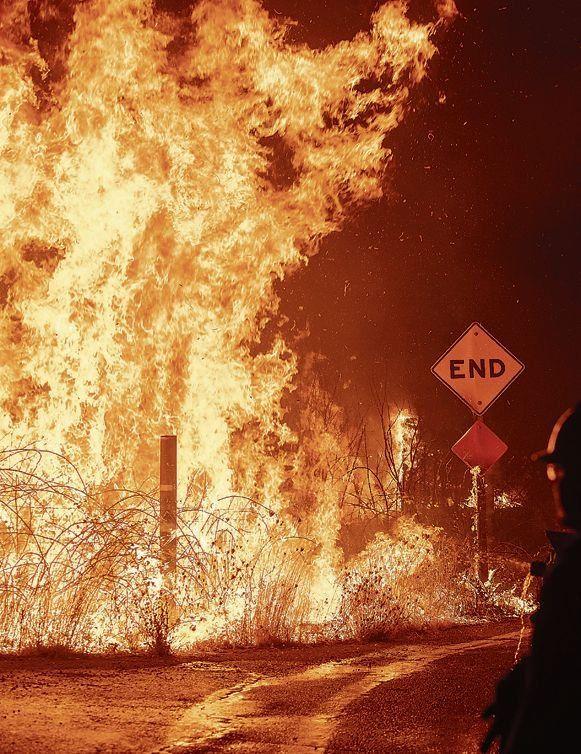 California: llamas de hasta 90 metros