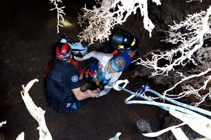 El dramático rescate de una mujer de 95 años que cayó en un pozo