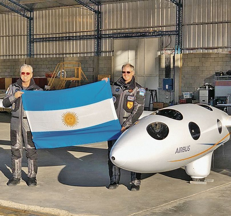 Record con planeador sobre cielo argentino