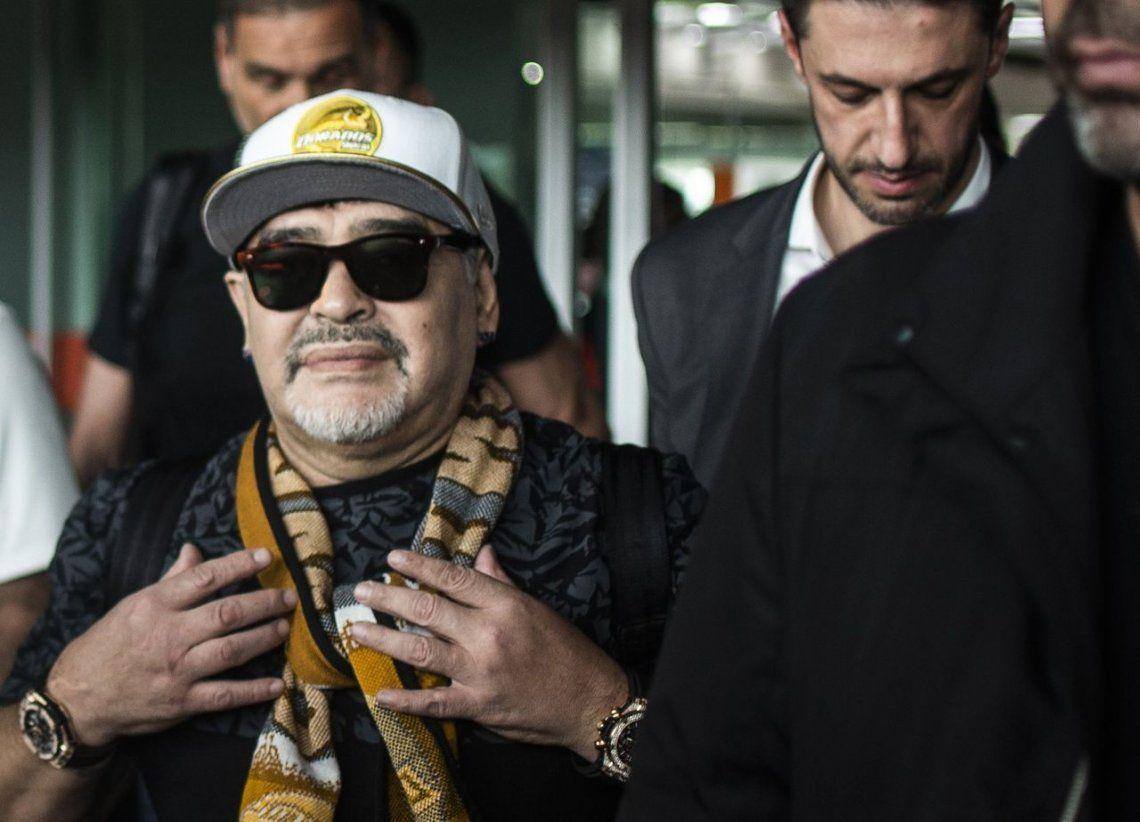 Maradona fue recibido como un rock star en su llegada a México