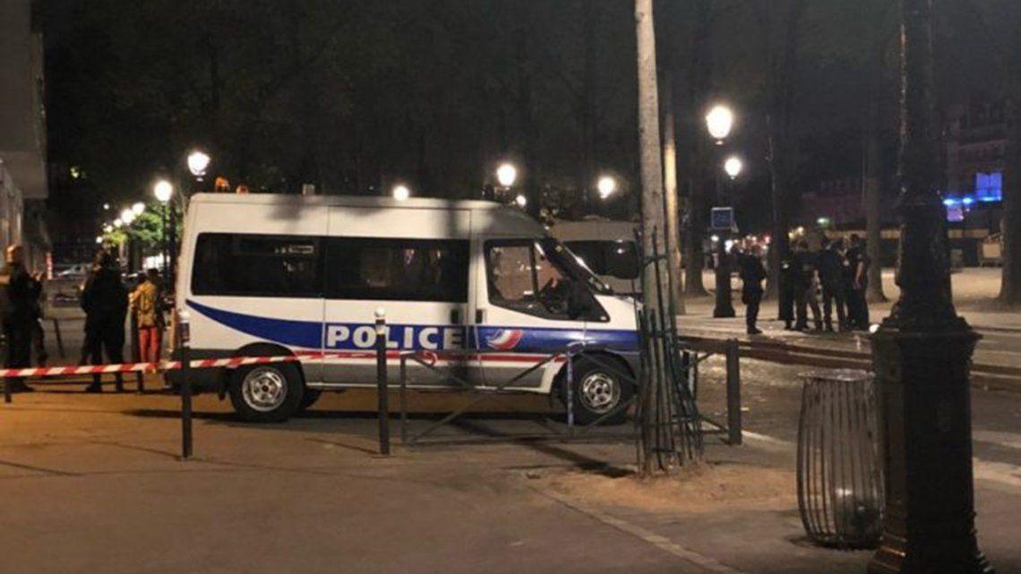 Un hombre acuchilló a siete personas en París